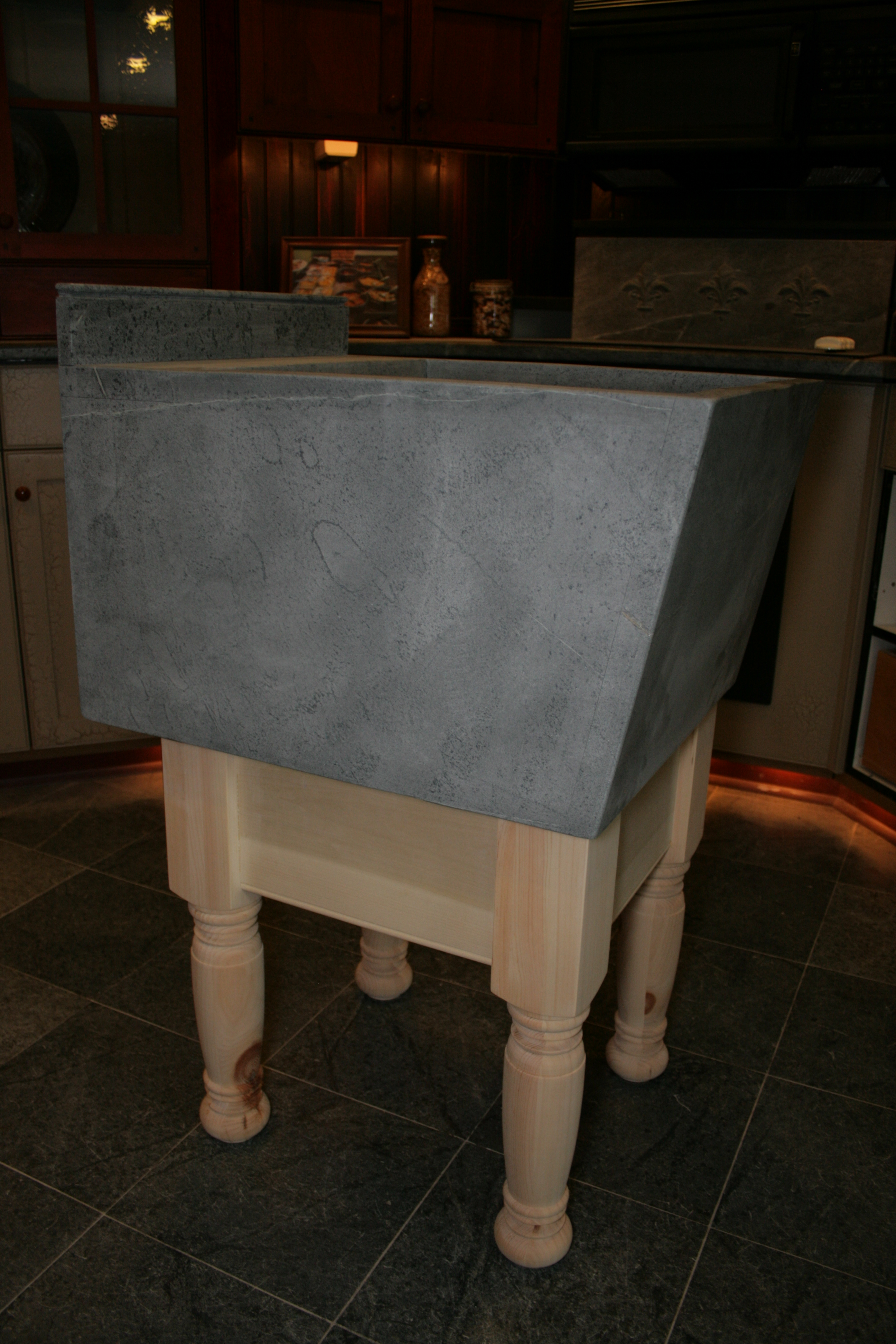 Laundry sink with base - side view